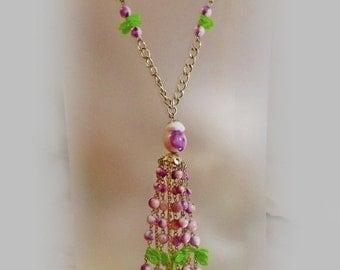 ON SALE Vintage Purple Pink Lavaliere Necklace. Pink White Purple Bead Necklace.