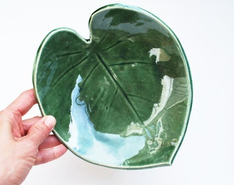 Green Leaf Bowl - Pottery, Ceramic - Fruit Bowl, Tropical Leaf, Monstera, Key Holder, Jewelry Dish - Gifts for Her - Gifts for Plant Lovers