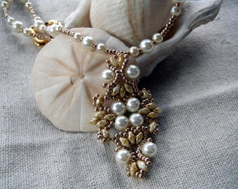 Elegant Pendant Necklace in Bridal Ivory Pearl Cream