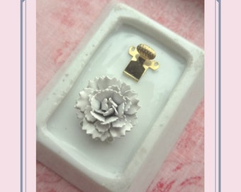 White Dahlia Flower Clasp. 2 Strand Enamel. Shabby Chic Vintage Jewelry Findings.