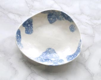 PEBBLE ceramic bowl blue bubbles on white porcelain, candle, cobalt blue, candle bowl, jewellery bowl, serving bowl, bathroom accessory