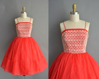 vintage 1950s dress / 50s red sweetheart lace vintage cupcake party dress