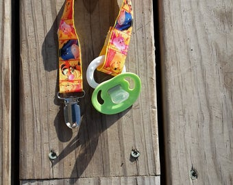 Winnie the Pooh and Friends Soothie / Pacifier Clip WPPC 1