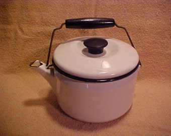 Vintage White Enamelware  2 Quart Teapot Tea Kettle