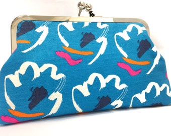 clutch purse -  flower  - 8 inch metal frame clutch purse - large purse-  flower - 80's - blue - floral - Japanese  kisslock - clutch bag