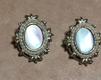 Vintage 60's - Mother of Pearl Oval Clip Earrings