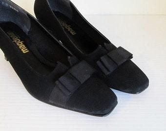 ON SALE NOW Vintage 1960's Black Pumps / Size 7 Woman's Magesians Black Bow Cute Heels