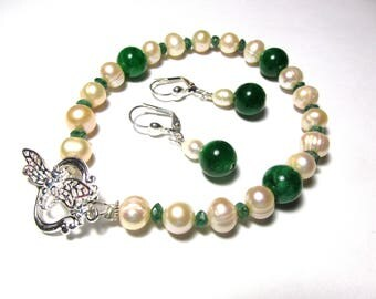 Pearls and Emeralds, 8 inch long strand bracelet, matching 1.5 inch long lever back earrings, jewelry set