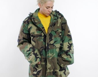 Vintage 80's classic camouflage pattern military parka / heavy coat, zip front, lined, hidden hood, cotton / nylon - XL Long
