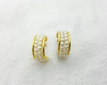 Avon Pearlesque Seed Hoop  earrings Mint Condition  Original Box Wedding Retro