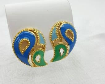 Avon  Kaleidoscope   clip  earrings Mint condition 1990 shades of Blue original box