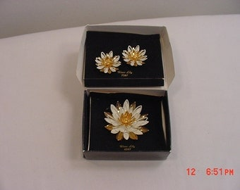 Vintage Sarah Coventry Water Lily Brooch & Clip On Earring Set In Original Box  17 - 309
