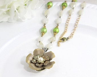 Brown Artisan Flower Gold Chain Necklace Jewelry – Hippie Pearl Floral Costume Art Jewelry – Everyday Gypsy Hawaiian Necklace - U19