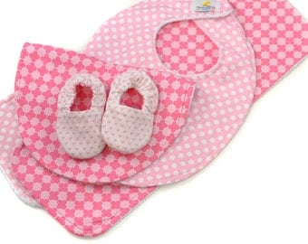 Baby Bundle - Pink Tile & Hearts - Great Value, Handmade Baby Gift, New Baby, Baby Girl, Bibs