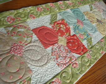 Pinwheel Posies Table Runner Kit - With Fig Tree Strawberry Fields Fabric from Moda