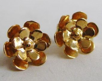 Vintage 14k Solid Gold Daisy Flower Pierced Mini Stud Earrings