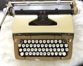 SCM Smith Corona Galaxie II Manual Typewriter With Case