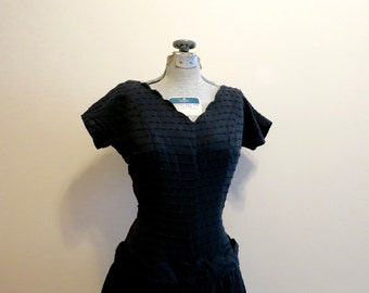 Dress black fit flare cotton 1940s drop waist scalloped ruffle M