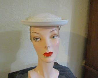 VINTAGE 1950's Ivory White Pique Rolled Brim Church Day Hat