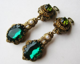 Vintage 40s Emerald Green Jeweled Glass Filigree Drop Dangle Clip Earrings