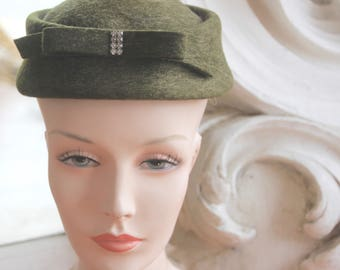 Vintage 1950s - 1960s Green Wool Hat with Bow & Rhinestones