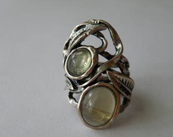 Silver plated leaf ring. Light green stone. Size: 4.75-5