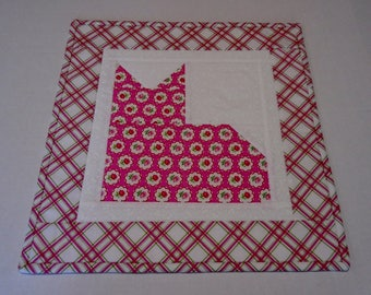 Kitty Quilted Table Topper with Flowers, Quilted Table Runner in Pink and White, Kitty Cat Quilt, Quilted Candle Mat, Coffee Table Runner
