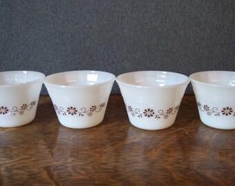 Vintage Dynaware Set of Four Custard Dessert Bowls