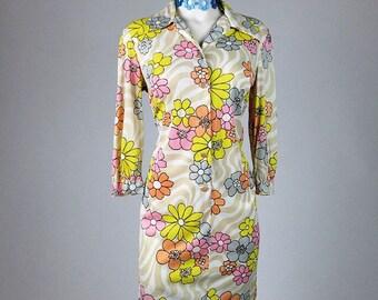 60's / 70's Flower Power Daisy and Swirls Button up Shift Dress // M