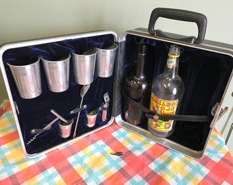 Vintage Customized Traveling Bar Set w/ key
