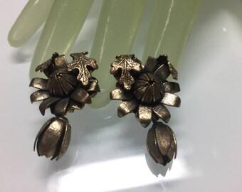 "Vintage 1 1/2"" Dark Goldtone Flower & Leaf Accented Flower Clip on Earrings"