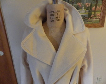 Stunning and Glamorous 1950s Winter White Cashmere wrap coat size XL!