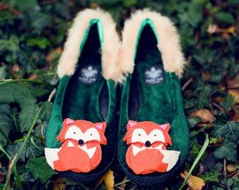 Fox toe pumps
