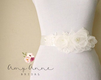 Ivory Organza and Lace Bridal Sash, Light Ivory Organza Wedding Belt, Soft White Belt with Lace, Off White Lace and Organza Bridal Sash