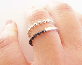 Dots - sterling silver ring with silver chain