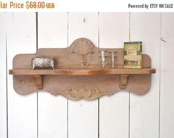 15% OFF Wood Wall Shelf Art Deco Style 1920s 1930s Vintage Pink Wooden Trinket Display Shelf