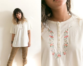 Vintage Floral Embroidered Shirt / Cream Floral Shirt / 90s Embroidered Blouse / Floral Needlepoint Top / White Short Sleeve T-Shirt Tee
