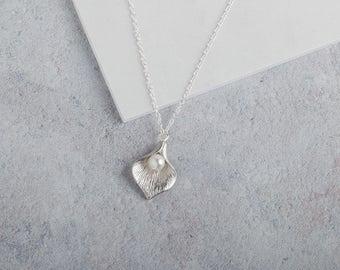 Silver Calla Lily Necklace // silver pendant necklace // flower necklace // pearl necklace // wedding necklace // silver charm necklace