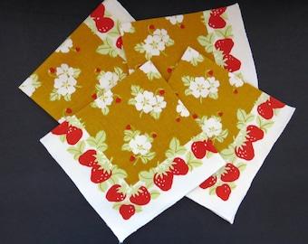 Vintage Strawberry Napkins Set of 4 Red Strawberries on Gold Vintage Table Linens Summer Entertaining