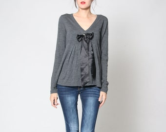 Vintage 90s Gray V Neck Long Sleeve Shirt with Black Bow