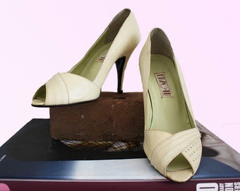 80s Ecru Leather Peep Toe Heels Size 5 US, EU 35.5, 3 UK Vintage shoes Pin-up Cutie Glam wham ma'am Vtg