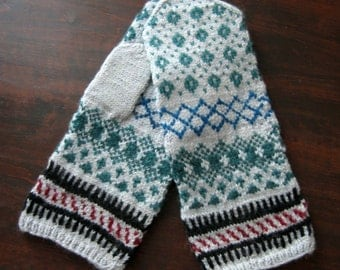 Wool mittens. Handmade in Estonia. Hand knitted wool mittens. Grey, blue and green. Knitted patterned mittens. Warm mittens.