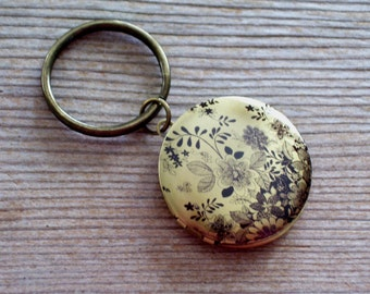 Black Brass Floral Locket Key Chain, Floral Art Image Locket, Flower Locket, Round Brass Locket, Antiqued Brass Plated Key Ring