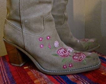 """Womens Boots Tan Suede EMROIDERED ROSES Pink and Rose Flowers PIA Size 8 to 8.5 Square Toe Mid Height 3"""" Stacked Heel Girlie Western Cowgirl"""