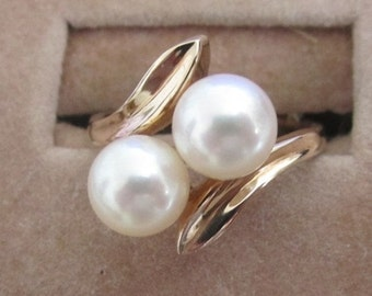 Vintage 14K Gold Ring with 2 pearls