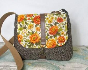 Iowa- Crossbody messenger bag // Vintage floral print // Adjustable strap // Vegan purse // Travel bag // Blue// Green // Ready to ship