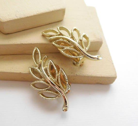 Vintage Signed Emmons Gold Openwork Filigree Leaf Clip On Earrings H24