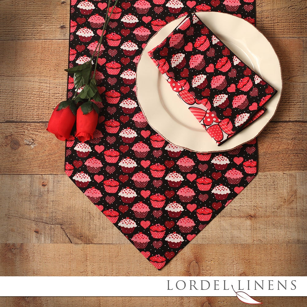 valentine table runner 36 inch table runner cupcakes and. Black Bedroom Furniture Sets. Home Design Ideas
