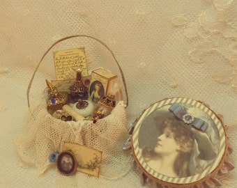 Ladys filled Hatbox   OOAK Dollhouse scale 1/12