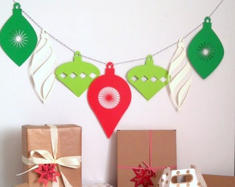 LUCKY DIP Christmas Garland, Christmas Mantle Garland, Christmas Decoration, Holiday Garland, Xmas Bunting, Green Red White Bauble Garland